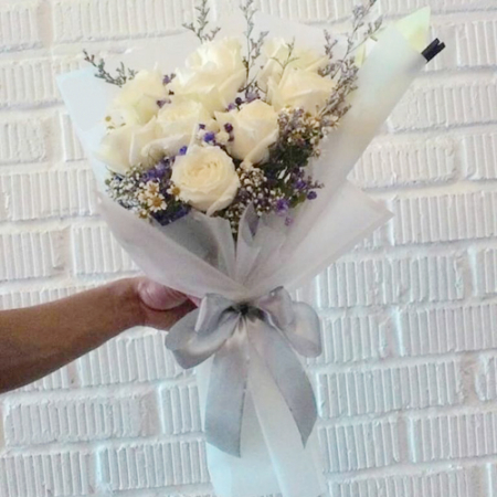 send 9 stems white roses in bouquet to manila